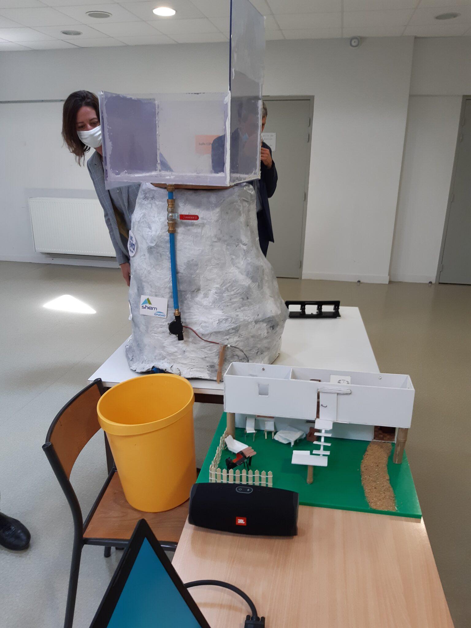 La SHEM aide les collégiens à découvrir les énergies renouvelables.